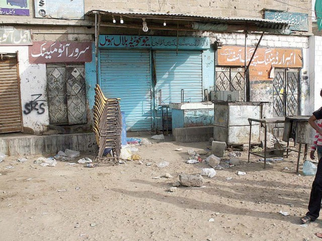 New Quetta Bilal Hotel, a small roadside teashop, in Pahar Ganj, was where the first attack took place in North Nazimabad on Tuesday midnight. Since then two other teashops have been hit in drive-by shootings. PHOTO: PPI