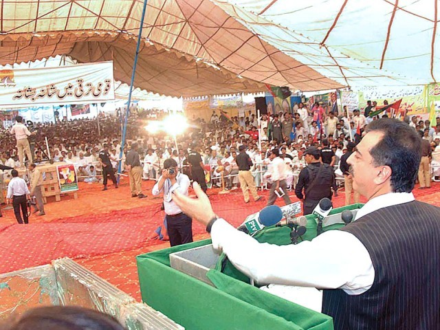 Prime Minister Yousaf Raza Gilani addressing the gathering at Chachran Sharif. PHOTO: APP