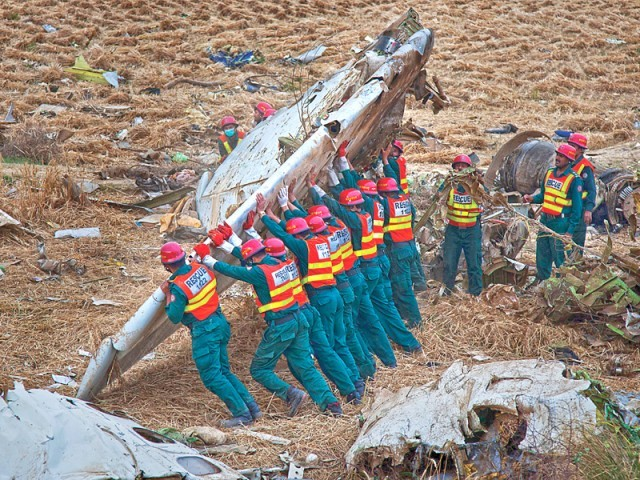 Rescue workers combing the site for bodies from the site of the plane crash. EXPRESS TRIBUNE PHOTO/MYRA IQBAL