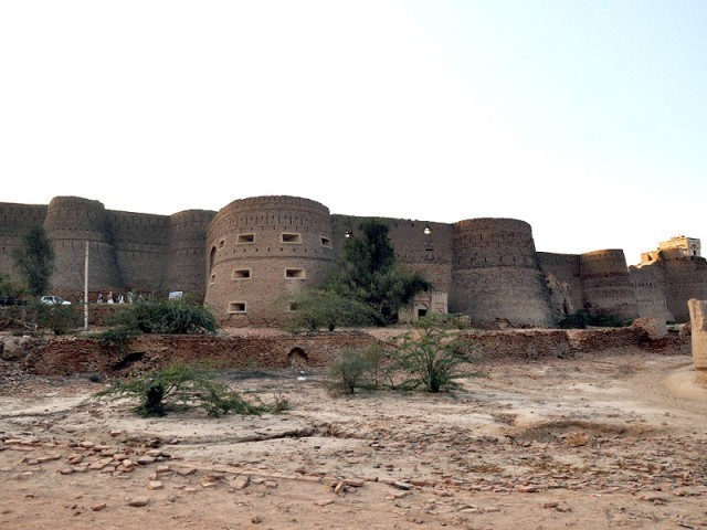 Derawar Fort, the structure that is slowly and gradually fading into oblivion. PHOTOS: KASHIF ZAFAR/EXPRESS
