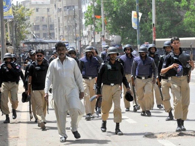 In the evening, law enforcers faced massive retaliation from the gangsters. PHOTO: EXPRESS/MOHAMMAD AZEEM