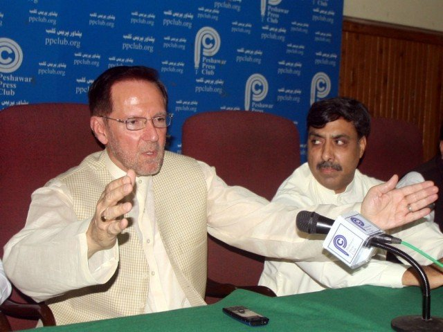 PML-Likeminded leader Salim Saifullah Khan addressing a press conference at Peshawar Press Club on Wednesday.  PHOTO: MUHAMMAD IQBAL/ THE EXPRESS TRIBUNE