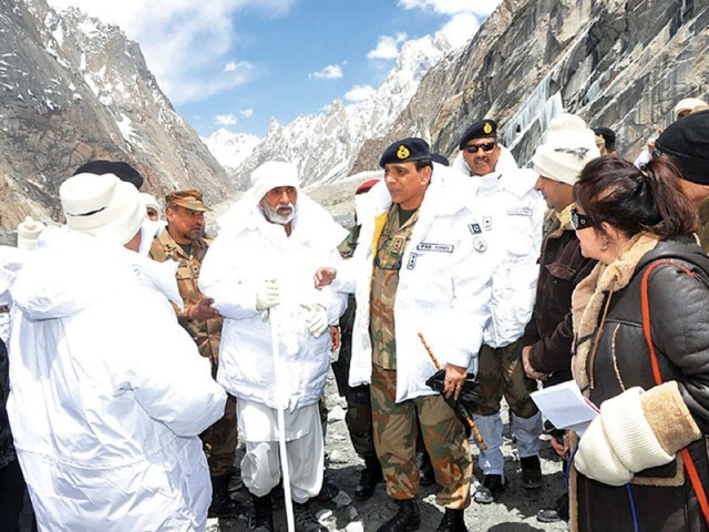 Chief of Army Staff General Ashfaq Pervez Kayani speaks with journalists on a visit to Siachen's Giari sector. PHOTO: PPI