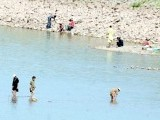 Children make it to the Rawal Lake to beat the summer heat. PHOTO: QAZI USMAN/ EXPRESS