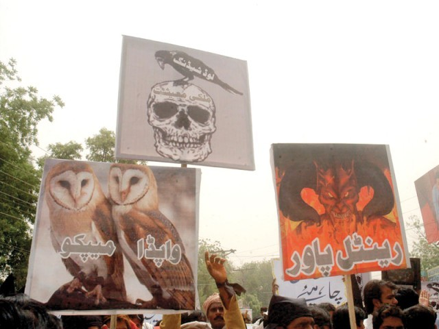 Artists earn up to Rs8,000 from a single demonstration by painting placards and sketches that are used in protests. PHOTO: OWAIS JAFRI/ EXPRESS