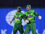 Pakistan's captain Mohammad Hafeez (L) and Shakeel Ansar celebrate taking the wicket of Sri Lanka's captain Mahela Jayawardene during their first Twenty20 match in Hambantota, about 240 km (149 miles) south of Colombo June 1, 2012. PHOTO: REUTERS