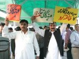 Members of the Pakistani opposition protest, after the budget speech,outside the parliament house in Islamabad on June 1, 2012. PHOTO: AFP
