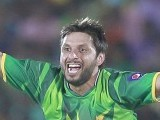 Shahid Afridi appeals for an unsuccessful LBW wicket of Sri Lanka's Tillakaratne. PHOTO : REUTERS