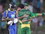 Hafeez (facing camera) celebrates after winning their final Twenty-20 match. PHOTO : REUTERS