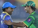 Hafeez (R) shakes hands with  Jayawardene after winning their final Twenty-20 match. PHOTO : REUTERS