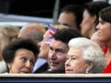 Britain's Queen Elizabeth (bottom R) watches during her Diamond Jubilee concert in front of Buckingham Palace in London June 4, 2012. PHOTO: REUTERS