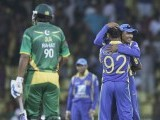 Sri Lanka's captain Mahela Jayawardene (R) celebrates after winning their second One Day International (ODI) cricket match against Pakistan. PHOTO : REUTERS