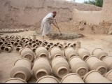 Several clay pots laid out under the sun to dry. PHOTO: MUHAMMAD IQBAL/  THE EXPRESS TRIBUNE