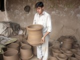 Clay pot are left under the sun to dry before they are ready to use. PHOTO: MUHAMMAD IQBAL/  THE EXPRESS TRIBUNE