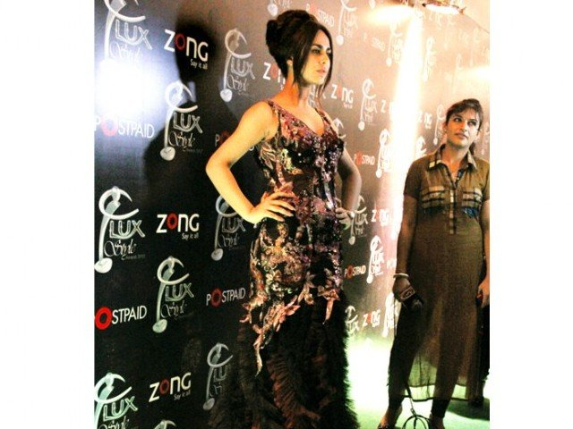 Ayyan Ali  Sultry Ayyan Ali wore an unconventional Deepak Perwani gown, replete with heavy sequins embellishments that ended in a ruffled trail