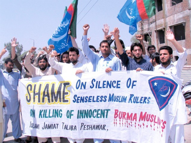 IJT activists protest killing of Myanmar Muslims. PHOTO: EXPRESS