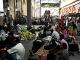 Indian passengers wait on the platform of Sealdah train station for the resumption of services during a power failure in Kolkata on July 31, 2012. A massive power failure hit India for the second day running as three regional power grids collapsed, blacking out more than half the country in a crisis affecting over 600 million people. PHOTO: AFP