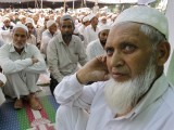 Muslim men wait to perform prayers during Jumat-ul-Vida, the last Friday of the holy month of Ramazan, in the compound of Hazratbal shrine in Srinagar August 17, 2012. PHOTO: REUTERS