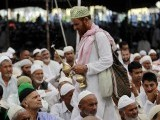 A man sprinkles rosewater on devotees during Jumat-ul-Vida, the last Friday of the holy month of Ramazan, as they attend prayers in the compound of Hazratbal shrine in Srinagar August 17, 2012. PHOTO: REUTERS