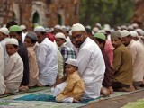 Muslims offer last Friday prayers at the ruins of the Feroz Shah Kotla mosque ahead of Eid ul-Fitr in New Delhi August 17, 2012. PHOTO: REUTERS