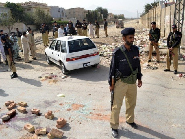 Policemen gather after the killing of a Shia judge in Quetta on August 30, 2012. PHOTO: AFP
