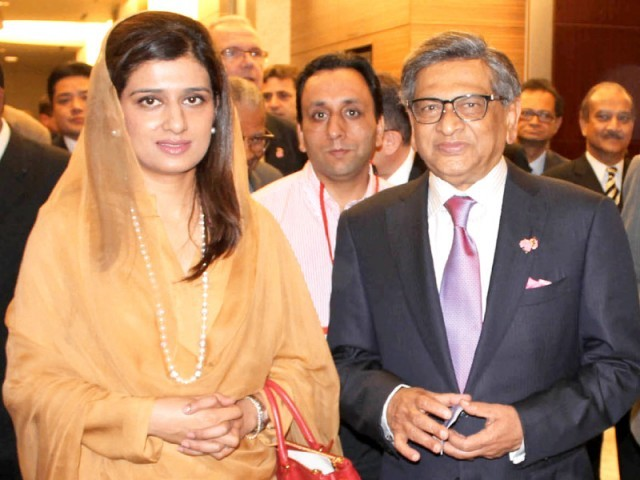 Foreign Minister Hinna Rabbani Khar with her Indian counterpart S. M. Krishna on the occasion of Tokyo Conference on Afghanistan