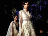 Indian models showcase creations by Indian designer Tarun Tahiliani on the opening day of Aamby Valley India Bridal Fashion Week 2012 in Mumbai late September 12, 2012. PHOTO : AFP
