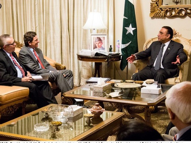 President Asif Ali Zardari during his meeting with Special Envoy to Afghanistan and Pakistan Marc Grossman. PHOTO: INP