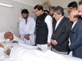 prime-minister-pervez-ashraf-burn-karachi-factory-fire-victim-photo-app