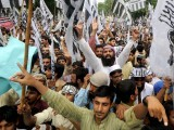 Supporters of Pakistan's outlawed Islamic hard line group Jamaat ud Dawa (JD) shout anti-US slogans during a rally against an anti-Islam movie in Lahore on September 16, 2012.  PHOTO : AFP