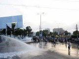 Pakistani policemen use a water cannon to disperse the Muslim protesters during a rally against an anti-Islam movie in Karachi on September 16, 2012.  PHOTO : AFP