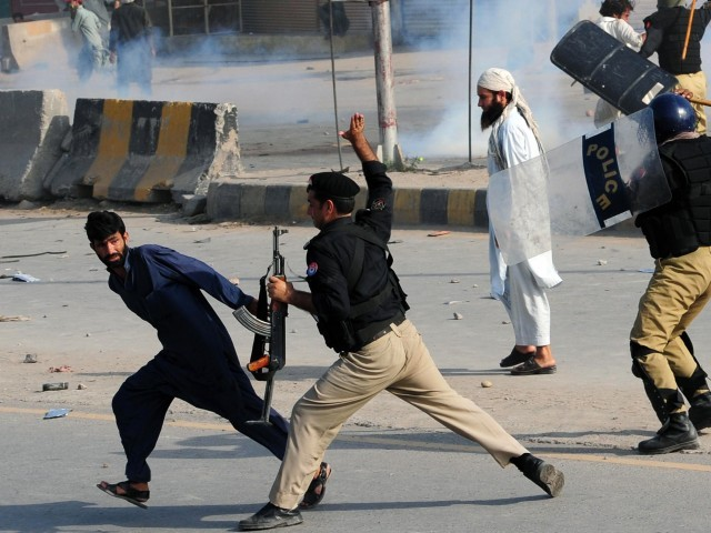Police charge at demonstrators during a protest against an anti-Islam film in Peshawar onpolice charge at demonstrators during a protest against an anti-Islam film in Peshawar on September 21, 2012.  PHOTO: AFP