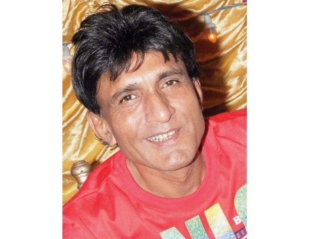 Comedian Sikandar Sanam may go to India to get treatment for liver cancer. PHOTO: FILE