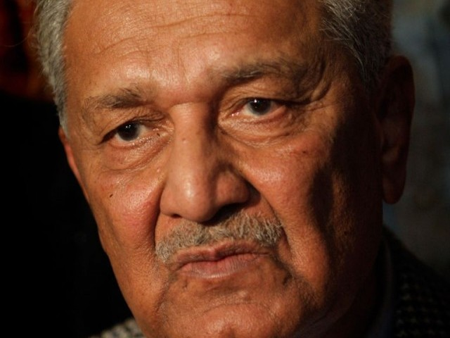 Chairman Tehreek-e-Tahafuz-e-Pakistan pays tribute to SC for exposing 'dark chapter' in country's political history. PHOTO: AFP/FILE