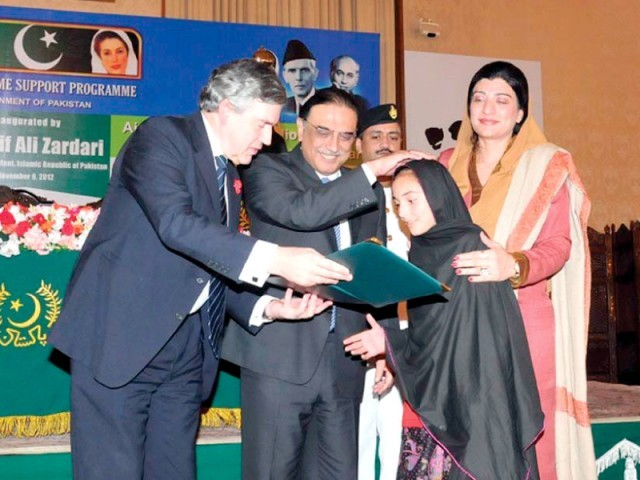 President Zardari and UN special envoy on global education Gordon Brown hand over certificates at the launch of Waseela-e-Taleem programme. PHOTO: APP