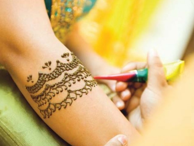 Mehndi Henna Side Effects : Mehndi may cause serious side effects skin infections
