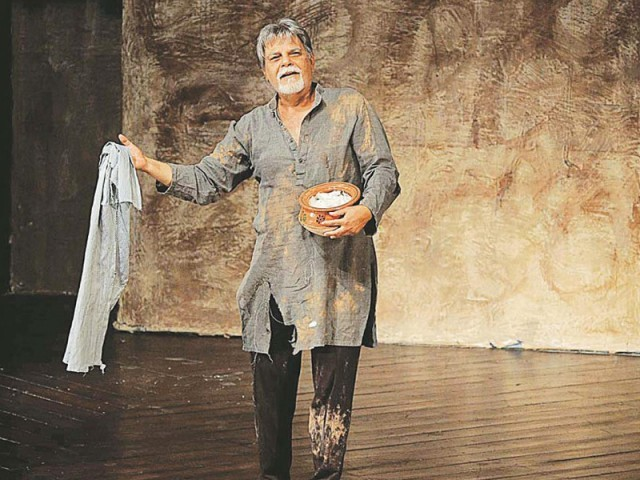 The actor performs solo in stage play 'Us gali na jawin'.