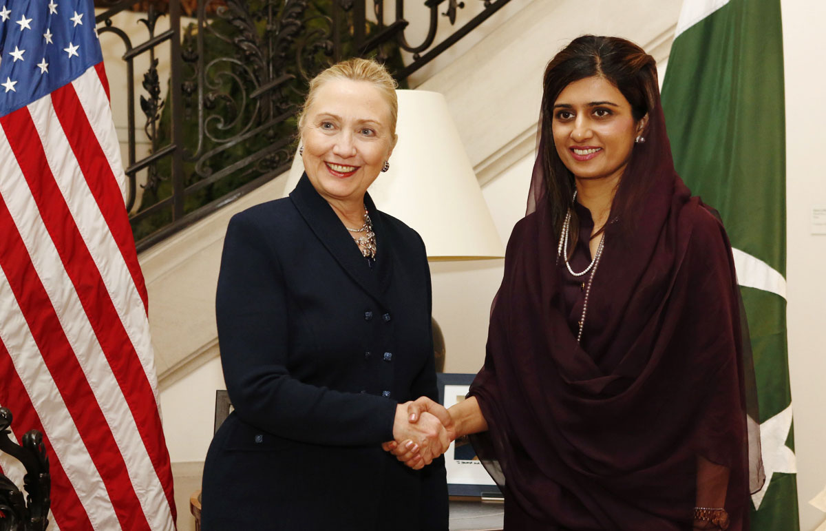 hillary-clinton-hina-rabbani-khar-brussel-photo-afp