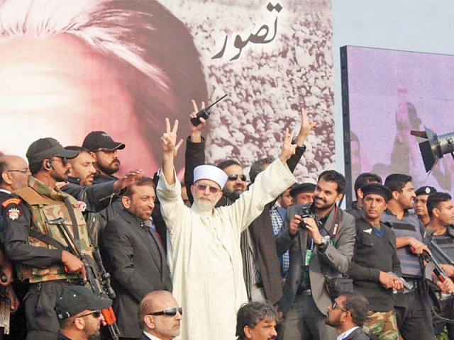 Tahirul Qadri acknowledges supporters at Minar-e-Pakistan. PHOTO: NNI