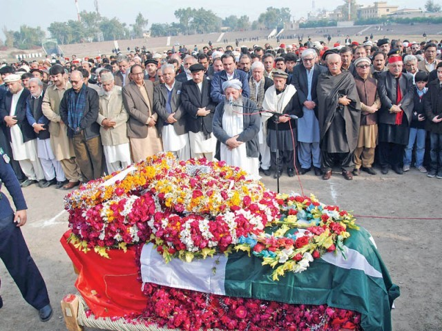 Prominent politicians offer funeral prayers for Bashir Bilour. PHOTO: MUHAMMAD IQBAL/EXPRESS