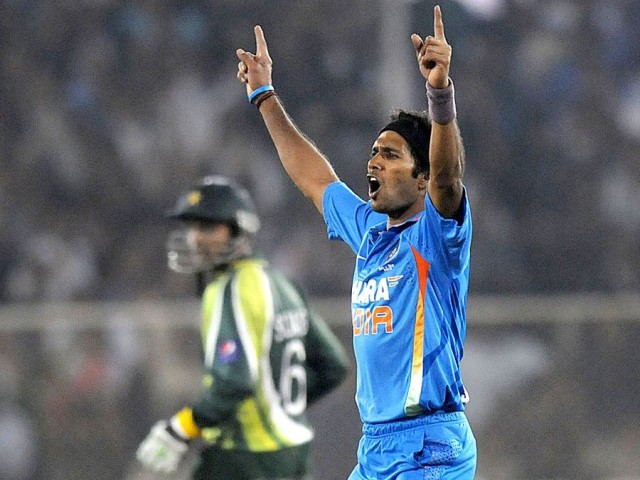 Ashok Dinda's three wickets were crucial in India's win in the second Twenty20 match against Pakistan. PHOTO: BCCI