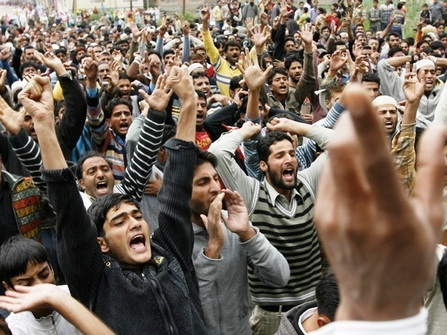 Hundreds of Kashmiris staged an emotional demonstration, asking India, Pakistan to withdraw troops. PHOTO: AGENCIES/FILE