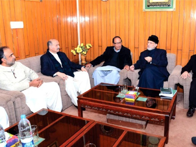 A delegation of the government meets Tahirul Qadri at his residence. PHOTO: INP