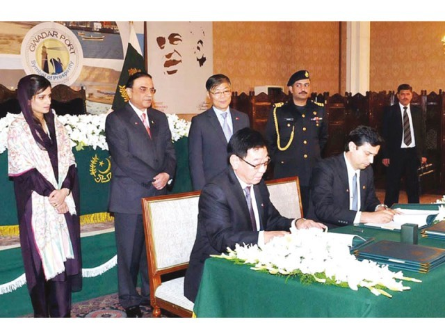 President Asif Zardari oversees the agreement signing between the Port of Singapore Authority and the China Overseas Port Holding Company Limited at the Presidency. PHOTO: APP