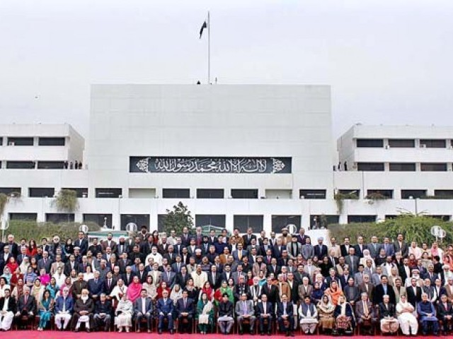 Group photo of the National Assembly of Pakistan upon completion of their five year term. PHOTO: APP/FILE