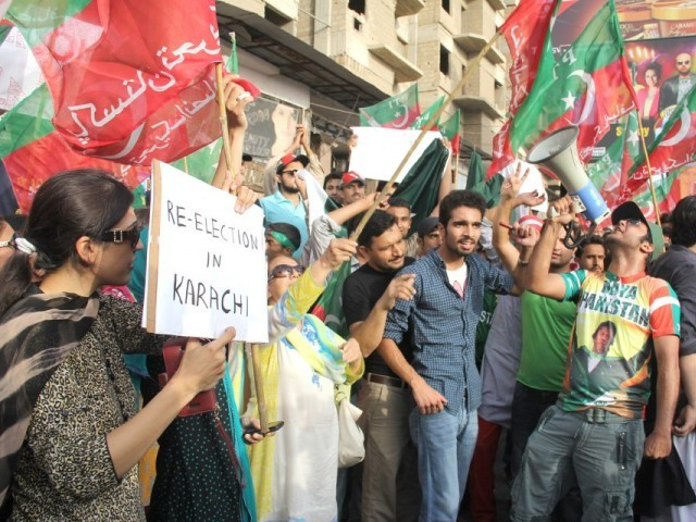 In Karachi, PTI activists defied the section 144 imposed by the government, and gathered in their hundreds to block the Shahrah-e-Faisal in presence of heavily armed police and rangers. PHOTO: AYESHA MIR/ EXPRESS