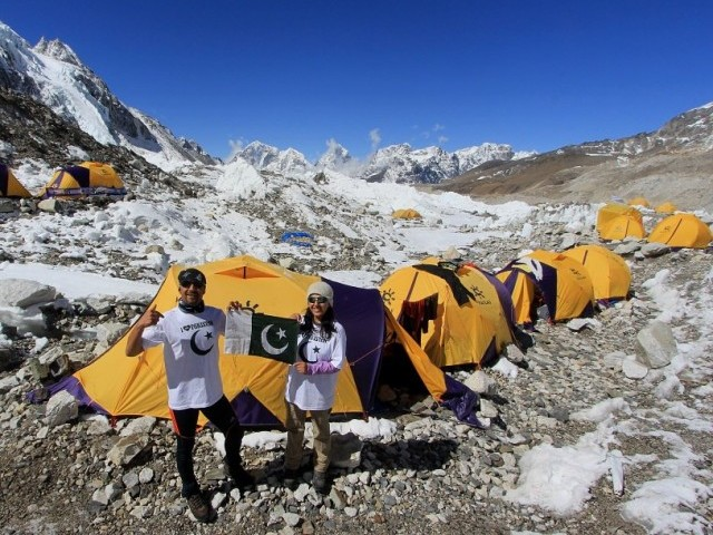 Samina and her brother completed their trek up Mount Everest. PHOTO: theyouthrepublic.com
