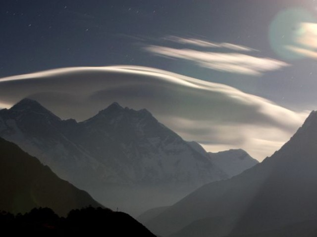 A night view of the Mount Everest range seen from Shyangboche some 140 km (87 miles) northeast of Kathmandu. PHOTO: AFP/FILE