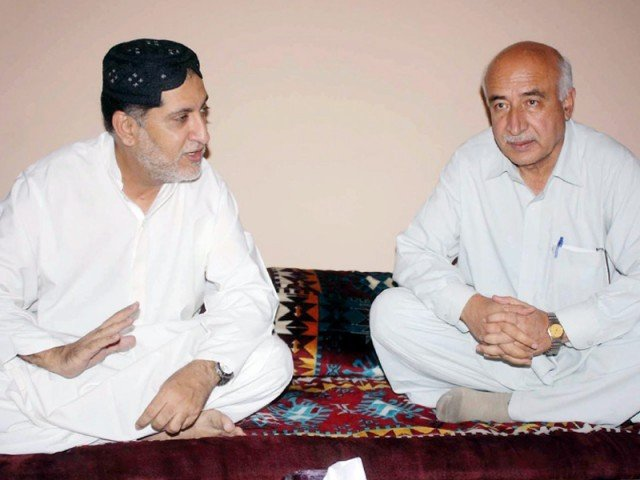 Balochistan National Party-Mengal chief Akhtat Mengal exchanging views with chief minister-designate Dr Abdul Malik. PHOTO: INP