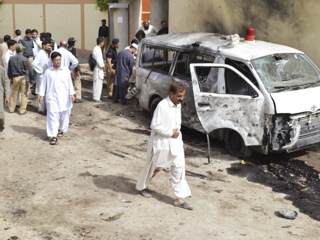 Security officials gather at the site of a suicide bomb attack in Quetta August 8, 2013. PHOTO: REUTERS